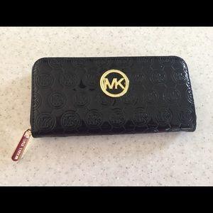 Michael Kors Wallet GUC